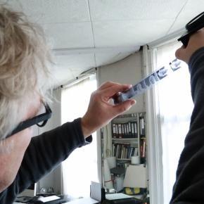 Makers: FOTO | ARTtube Video In de videoserie 'Makers' duikt ARTtube in een vijftal artistieke disciplines om het maakproces zichtbaar te maken. ARTtube wil laten zien hoe kunstenaars en ontwerpers te werk gaan en waarom ze voor een bepaalde techniek of materiaal kiezen.  De derde video in de reeks gaat over fotografie. We bekijken het maakproces van foto's