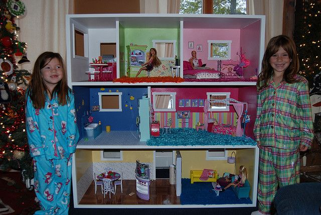homemade barbie house | Barbie House | Flickr - Photo Sharing! - I so want to make one for CJ's Christmas present this year!!