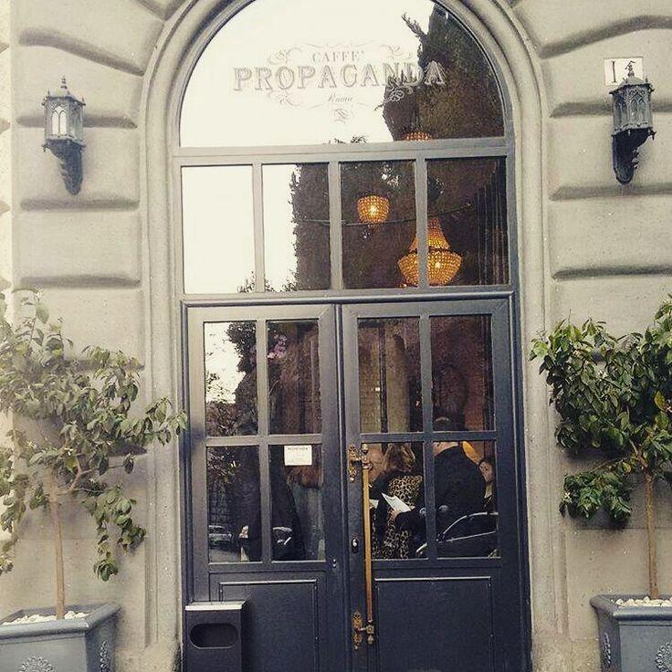 Dopo il restyling degli spazi riapre il caffè Propaganda, a due passi dal Colosseo vi ritroverete guidati dal giovane chef Fabio Pecelli in un hotel Avanguardia, ricco di sorprendenti novità. Accompagnati da meravigliosi cocktail creati dai bar alchimisti Patrick Pistolesi e Livio Morena... #caffepropaganda #restyle #news #newintown #roma #italy #avanguardia #food #goodfood #buono #city #colosseo #chef #mixology #bartender #cocktails