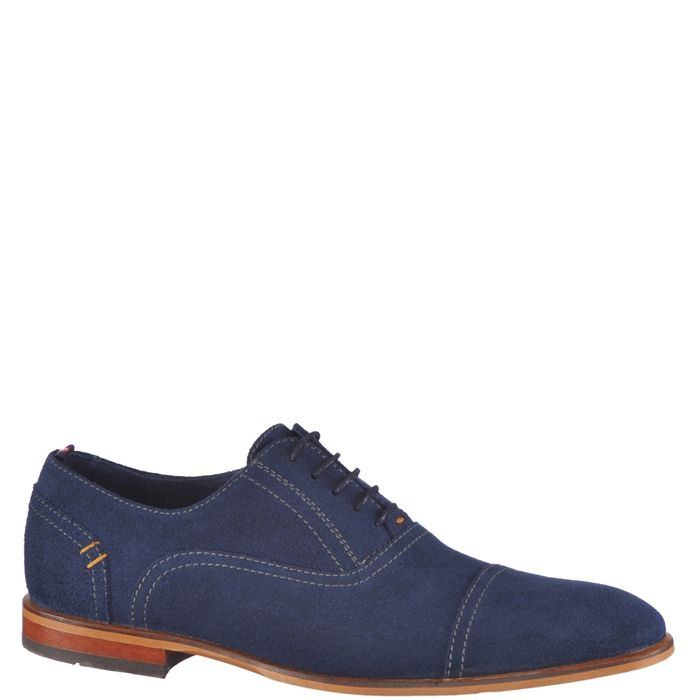 Pantofi eleganti pentru barbati, marca Bonneville. Modelul este realizat din piele naturala, interiorul este din piele naturala iar inchiderea se face cu siret subtire cerat.