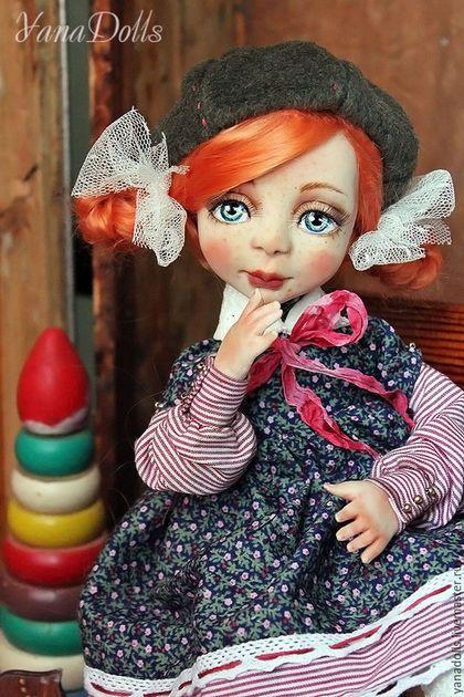 Купить или заказать Шурочка в интернет-магазине на Ярмарке Мастеров. Ищем дом для Шурочки. Кукла в смешанной технике, голова и ручки пластик, тело каркасное.рост 35 см. Умеет стоять и сидеть(пдставка в комплекте) Волосы-мохер, одежда из хлопка, ботиночки-нат.кожа.
