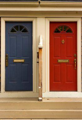 Menschen mit einer roten Haustüre sind am glücklichsten