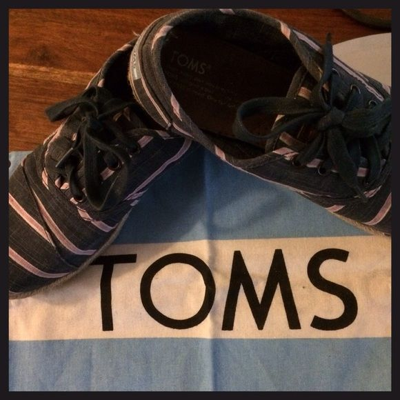 TOMS & TOMS BAG Cute comfy gently used TOMS & bag . Washed stripe Jute cordones. TOMS Shoes Flats & Loafers