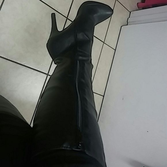 Black knee high boots Knees high boot with 4.5 inch heels with zipper closure. I have worn these twice. Worthington Shoes Heeled Boots