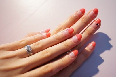 クリームピンク×シルバーのフレンチのジェルネイル。 ハートのリングが映える、指長効果ありの上品ネイル。 #nail #ネイル #japanisegirl #anecan #anelady
