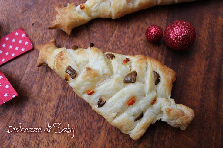 Natale si avvicina che ne pensate di preparare un albero di sfoglia ripieno ideale come antipasto per il pranzo di natale o come finger food per la viglia.