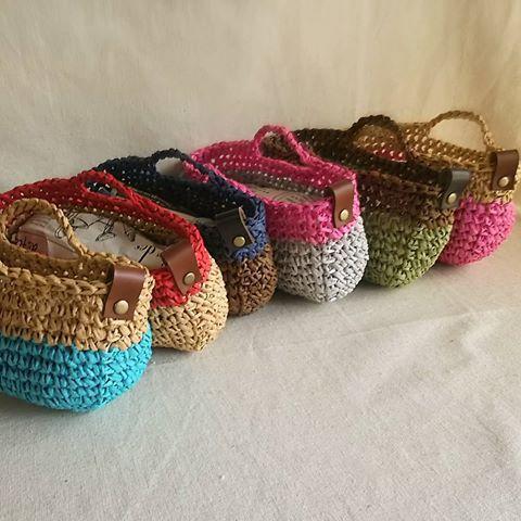 planet green 本日完成したもの。 ダイソーのペーパーヤーンで作った眼鏡ケース専用バッグ。(何入れてもいいんですけどもね☺) #crochet #crocheting #プラネットグリーン #編みバッグ #編み小物 #かぎ針 #かぎ針編みバッグ #編み物 #handmade #ダイソー #ペーパーヤーン #眼鏡ケース