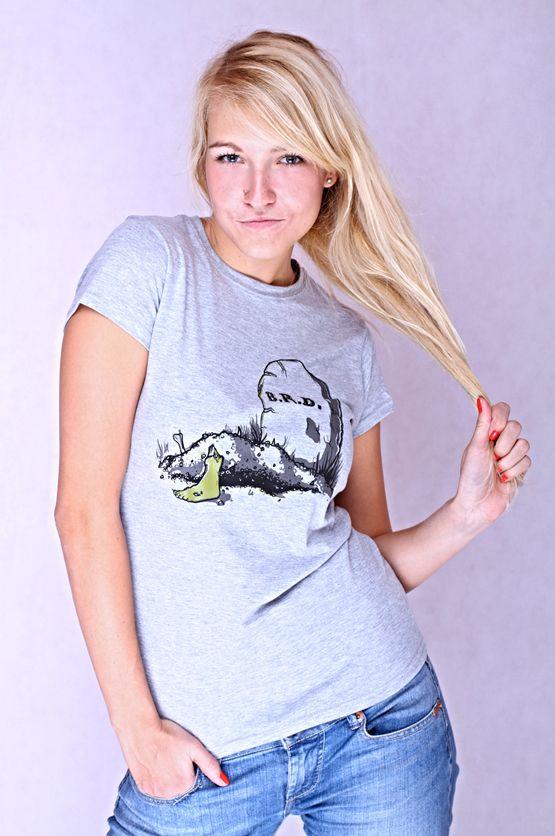 """T-shirt BRB De vrouwelijke versie van de klassieker is een nauwsluitend model met verkorte mouwtjes en heeft een RAXart opdruk met de tekst: """"BRB"""". Blikdicht met aangenaam hoge stofdichtheid en een eersteklas verwerking."""