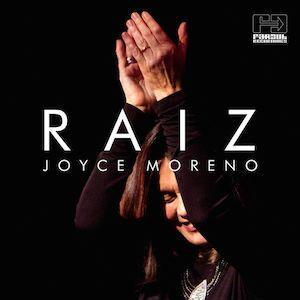 Je suis tombé un peu par hasard sur cet album de Joyce Moreno n'ayant pas pas fait le rapprochement, dans un premier temps que Joyce Moreno n'était autre que la sublime interprète de Passarinho Urbano (1977). J'avais beaucoup moins aimé, 10 ans plus tard,...