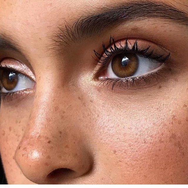 11 stappen voor een dagelijkse make-up routine met een glowy basis - Girlscene