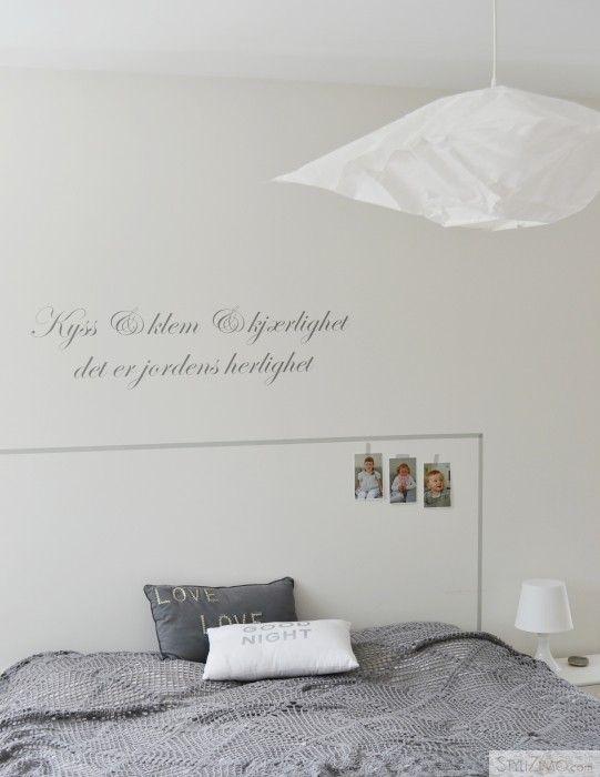 Un cabecero de cama hecho con washi tape, no puede ser más simple (y uno podría hacerlo así de minimalista o con un toque propio)