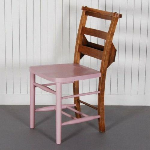 chaise bois dont l'avant est peint en mauve
