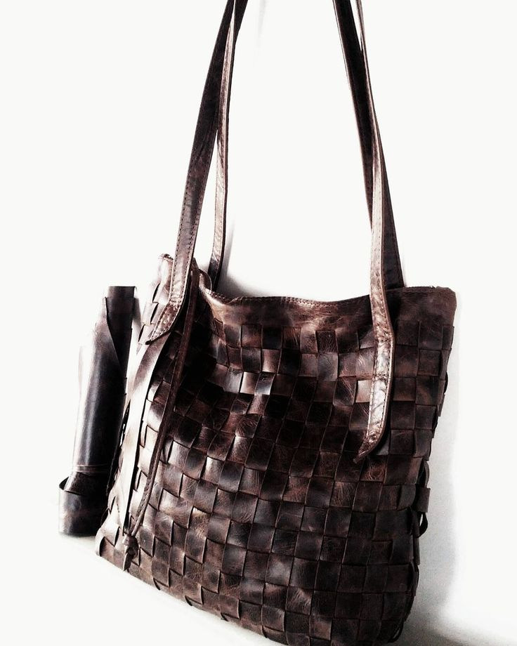Dreamy Weave in Eclipse. 1of our #intentions this year is to spend more time creating #spontaneously. This large #ooak #tote is the first result of this #wabisabi #playground. Up for grabs. #weaving #weavingleather #wovenleather #Handmade #leatherPurse #leatherwork #brown #handwoven #pattern #Texture #madeincanada #jolavdesigns #creative #design #nordicDesign