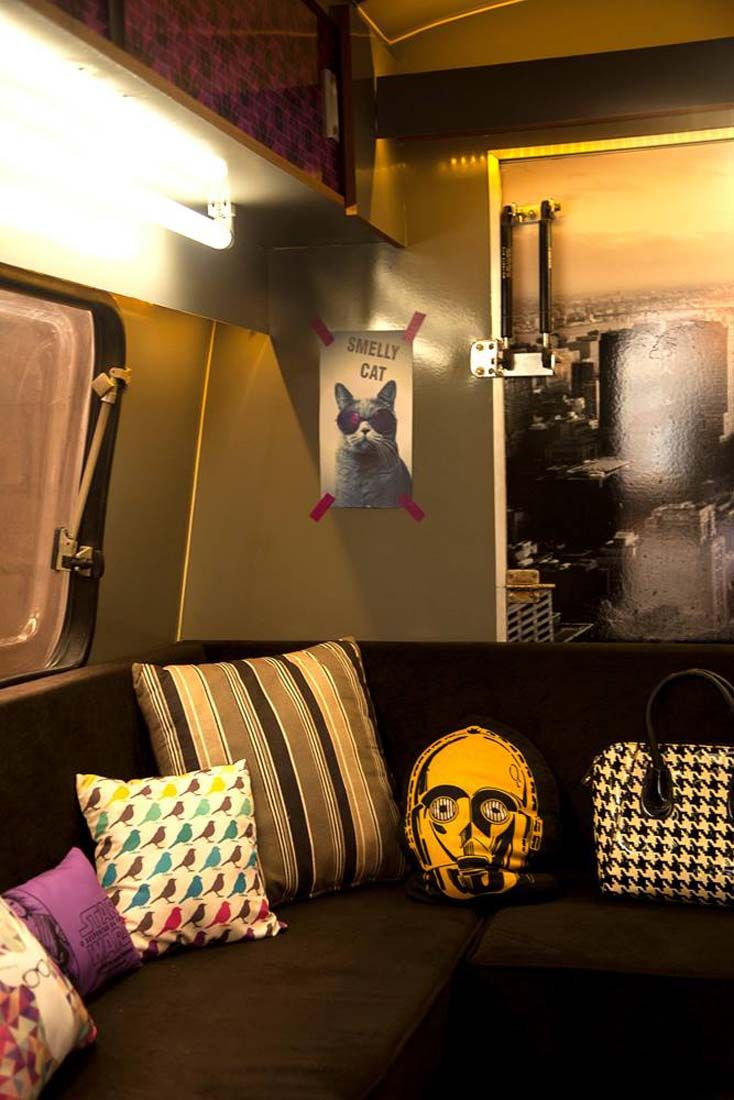 Já pensou em ter um escritório móvel? Essa foi a ideia da Bianca, arquiteta de Marília que montou em um trailer o seu local de trabalho.