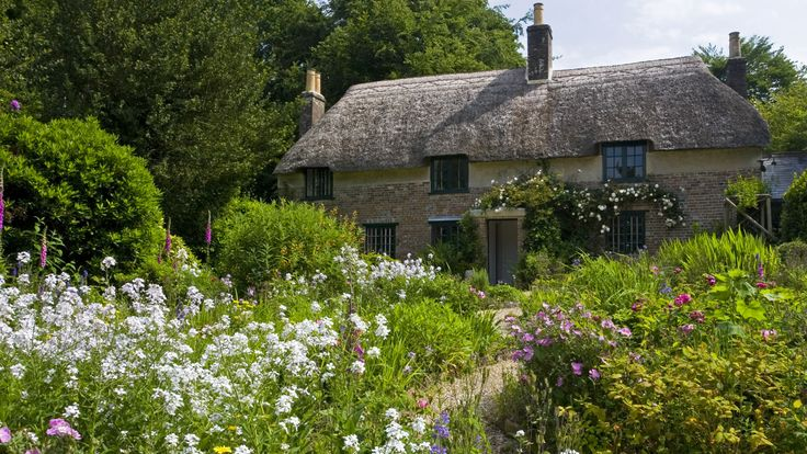 Hardy's Cottage, Dorset, where Thomas Hardy was born in 1840 © National Trust Images / Robert Morris