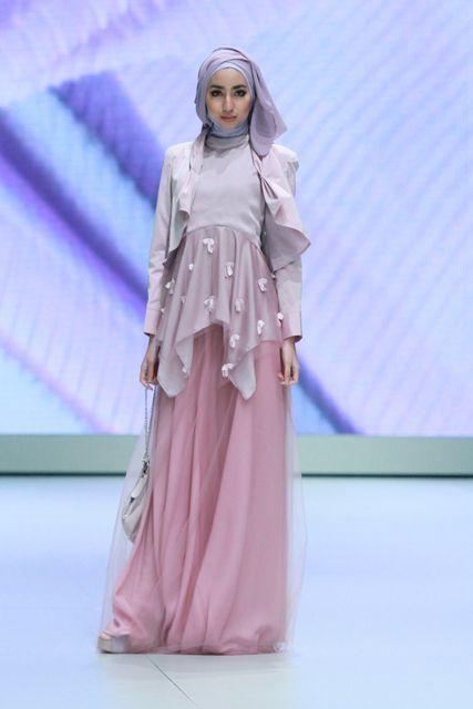 Hijab Fashion 2016/2017: IFW-Ria Miranda's collection  Hijab Fashion 2016/2017: Sélection de looks tendances spécial voilées Look Descreption IFW-Ria Mirandas collection