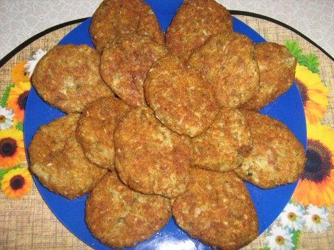 Рецепт этого блюда я увидела на сайте Клуб кулинаров и сразу же решила приготовить.    Для приготовления потребуется:  1 средний кочан капусты1 луковица1 яйцо1 стакан муки1-2 зуб…