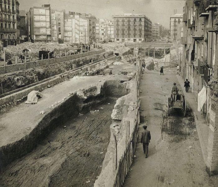 Obres del metro a la Via Laietana el 1914 El 10 de març de 1908 es van iniciar…