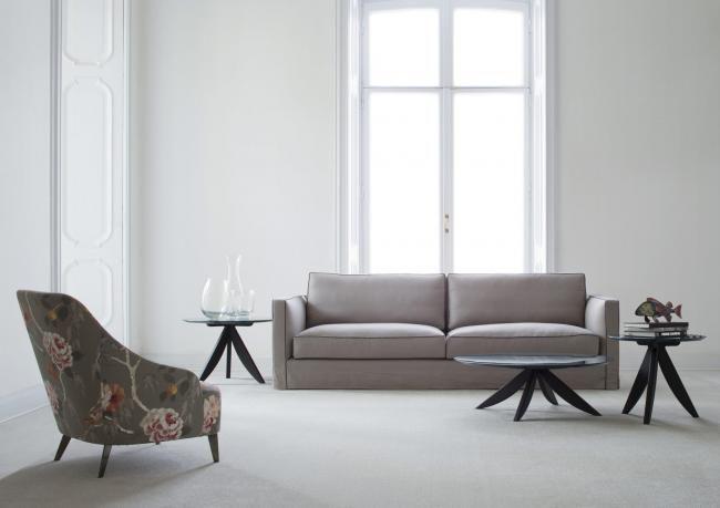 Danton это новый элегантный и мягкий диван, покрыт текстилем из льна и реализован при Обивочном Ателье БертО.