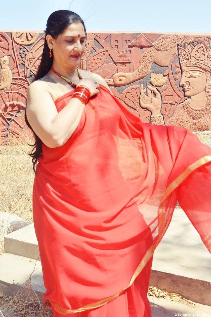 71 Best Desi Aunties Images On Pinterest  Auntie, Saree Blouse And Anushka Sharma-8603