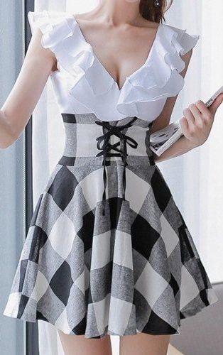 Preppy Style V-Neck Lace-Up Dress ==