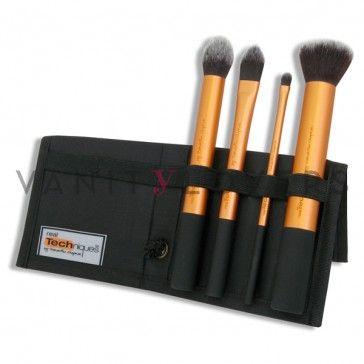 Il kit base di pennelli make up. Crea un trucco da sogno con questa collezione di brush make up essenziali. Include 4 pennelli e astuccio.