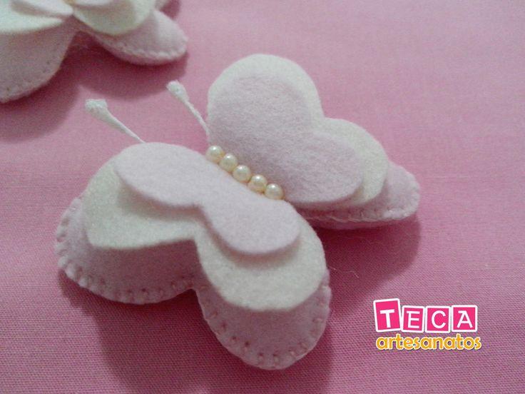 Borboletas confeccionadas em feltro, costura 100% a mão, com aplicação de mini…