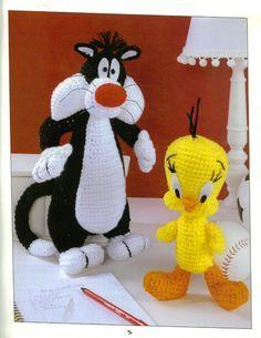 AMIGURUMI 7 - Daniela Muchut - Álbuns da web do Picasa...Written patterns in English!! I always loved Tweety Bird and Sylvester !..What a find!!