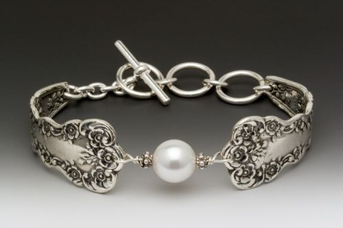 I want to wear this bracelet so badly for my wedding day.