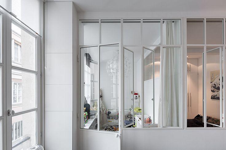 Porte vitrée style atelier dans un loft à Paris