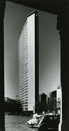 Ripresa laterale del grattacielo Pirelli progettato da Giò Ponti Milano, 1960 - 1965