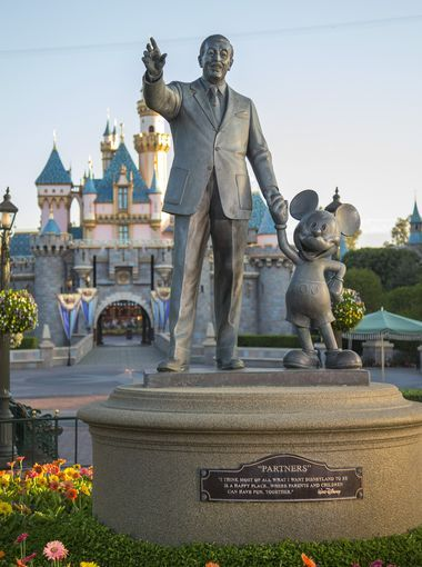 The Partners Statue was dedicated in 1993 on Mickey Mouse's birthday. The statue was the first representation of Walt in any Disney park