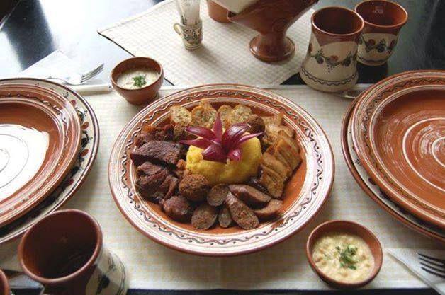 Poftă bună la gustarea caldă tradiţională!