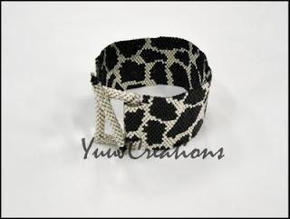 """I love the square """"loop"""" and the clever way it is connected to the bracelet.  Very well designed!  griglia """"La giraffa"""""""