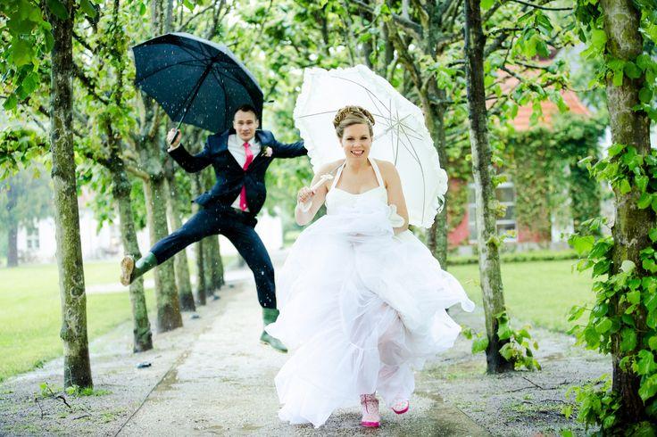 rainy wedding #hochzeitsfotografie #hochzeit #braut #bräutigam