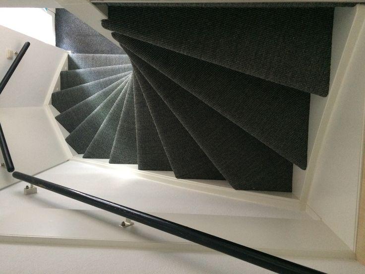 Sisal tapijt Mayatex 1046 gestoffeerd op een dichte en open trap in Nieuw Vennep. Deze klant stuurde een foto als bewijs van 100% tevredenheid, dan pas zijn wij ook tevreden!