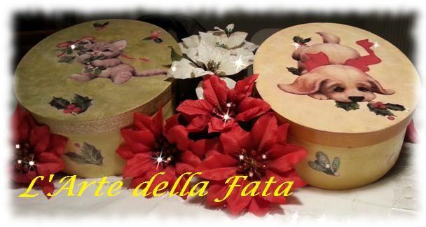 Scatole in balsa colorate e decorate a mano con motivi natalizi. Ideali come portagioie o portaoggetti da trucco.