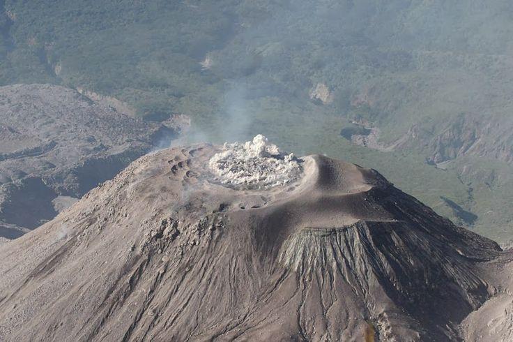 AirLife te comenta que la litósfera son placas tectónicas en donde se concentran los fenómenos geológicos endógenos como el vulcanismo y sismicidad.