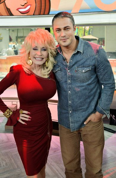 Dolly Parton Photos Photos - Dolly Parton and actor Taylor Kinney during the promotion of Dolly Parton's new album 'Blue Smoke' at the Today Show on May 13, 2014 in New York City. - Dolly Parton Promotes Her New Album
