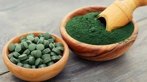 La spiruline est une algue aux bienfaits extraordinaires, souvent considérée comme l'aliment le plus complet du monde. Faut-il encore savoir la choisir !