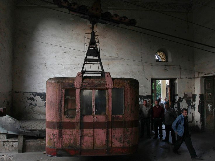 Kereta Gantung Tua Melintas di Kota Chiatura http://on-msn.com/GO7wJw