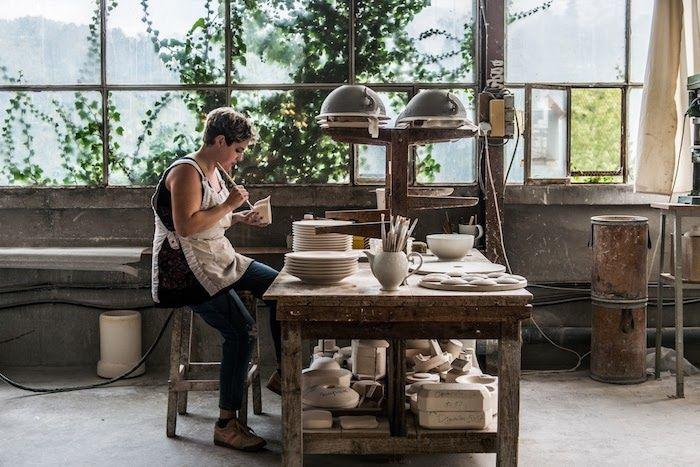 J.L Coquet, haute porcelaine de Limoges, garnissage des pièces