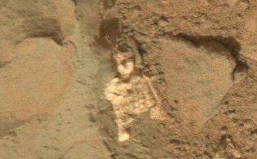 """Um """"esqueleto"""" achado no solo de Marte seria, de acordo com entusiastas da vida fora da Terra, a prova que alienígenas viveram no Planeta Vermelho."""