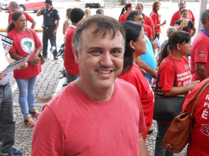 Everaldo Rocha é reeleito presidente do PT em Botucatu -     Everaldo Rocha foi reeleito presidente do Partido dos Trabalhadores de Botucatuno último domingo, dia 8. Diferente da última eleição do diretório,desta vez Everaldo foi candidato com chapa única. Dos aptos a votar no processo, 37 filiados participaram da eleição,que - http://acontecebotucatu.com.br/politica/everaldo-rocha-e-reeleito-presidente-pt-em-botucatu/