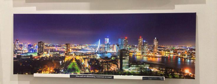 Skyline of Rotterdam by Martijn Oorthuis.  Wij verkopen tientallen skyline foto's van Rotterdam. Door onze samenwerking met diverse top fotografen kunnen wij u dit brede assortiment leveren.   U kunt kiezen uit canvas, acryl, dibond, dibond geborsteld en fotopapier.    U heeft al een skyline foto van Rotterdam vanaf €99,- in een mooi formaat!