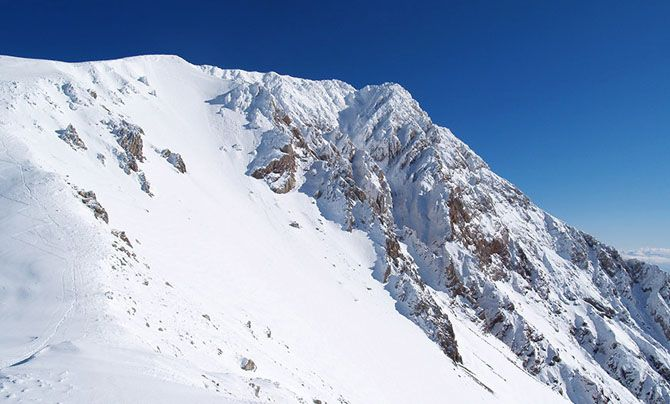 Mount Tymfristos (Velouchi) | On the nortern side, the summit, also known as Psili Korfi (High Peak), constitutes a challenge for those who attempt to climb it from its rocky side. - Copyright © wondergreece.gr