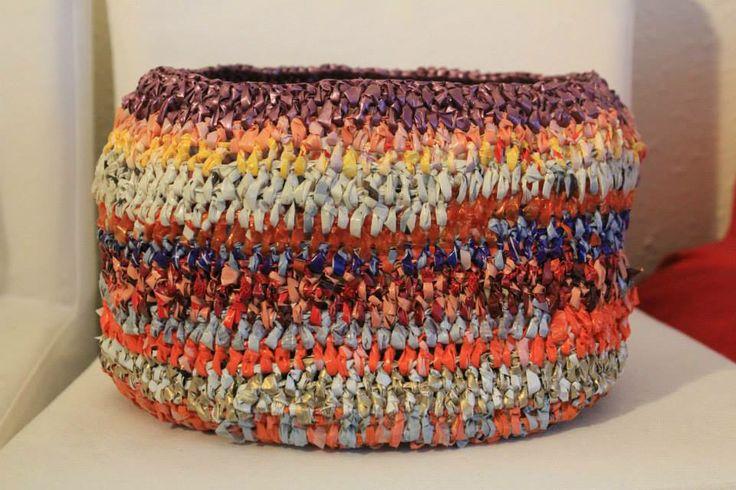 canasto hecho en crochet de bolsas