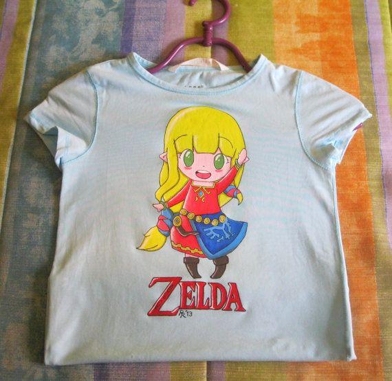 Hand painted Zelda T-shirt / Camiseta chibi Zelda ( The Legend of Zelda ) pintada a mano por Regalopia en Etsy €14.90 http://www.ebay.es/sch/i.html?_odkw=&_osacat=1249&_armrs=1&_ssn=regalopia&_trksid=p2045573.m570.l1313&_nkw=&_sacat=0&_from=R40 https://www.etsy.com/es/listing/150529377/camiseta-princesa