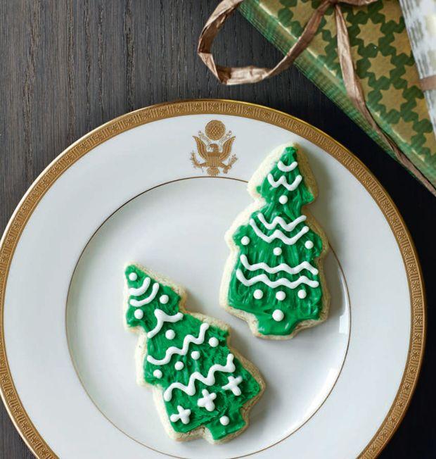 De her nemme småkager formet som juletræer er klassiske amerikanske sugar cookies, der perfekt som dekorative småkager.