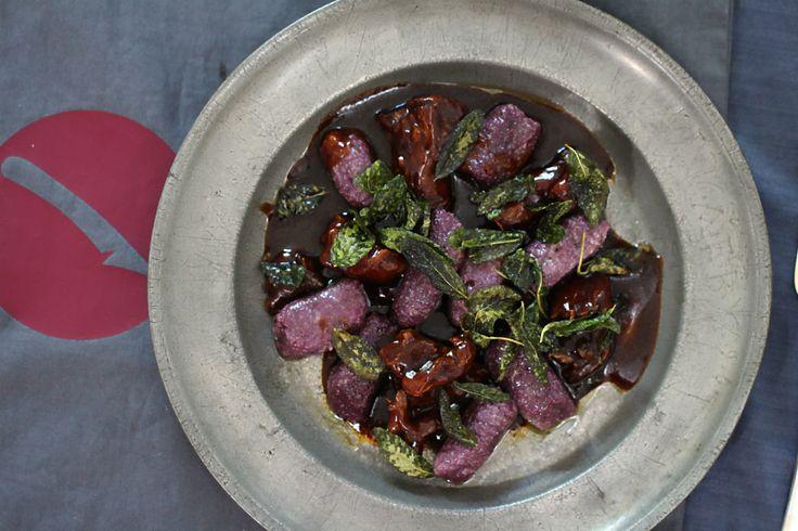 Violette Süßkartoffelgnocchi mit Salbeibutter und Ochsenschwanzragout | Arthurs Tochter Kocht